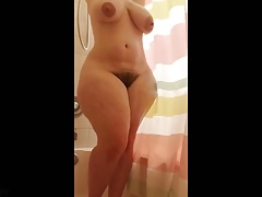 Phat ass white girl bathing