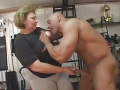 massive granny does buttfuck..