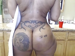 ebony enormous butt showertime